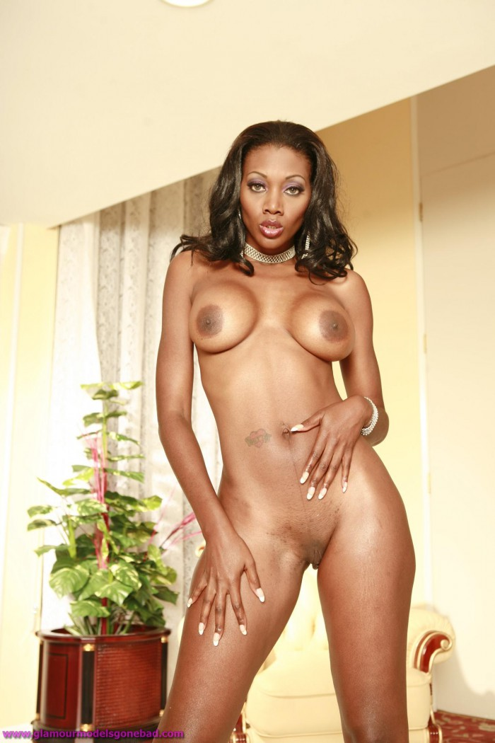 Nyomi Banxxx Gets Wet